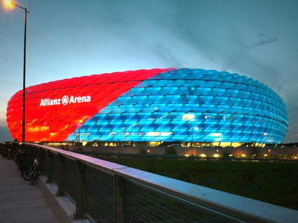 Allianz Arena i olika färger, mäktigt!